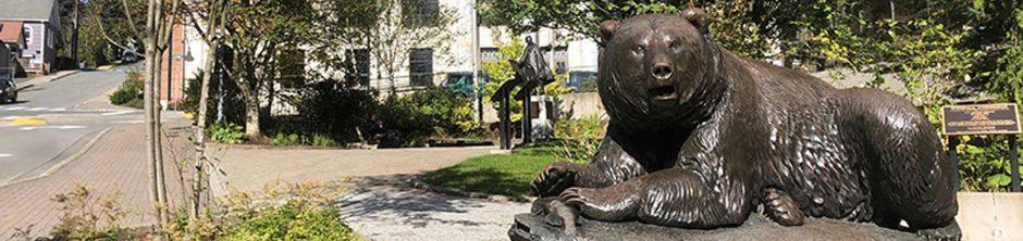 RT Wallen's Windfall Fisherman, a bronze statute of a brown bear guards the Alaska State Capitol